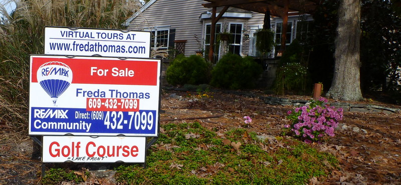 "Most people who live on golf courses play golf, or like golf. This for-sale sign faces the course, not the street. The ""lake front"" it mentions is a swimming-pool-size water hazard. In other words, it's a dream house."