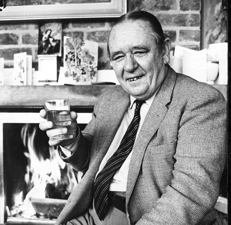 Henry Longhurst, cocktail in hand.